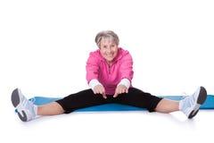 Retrato do exercício sênior da mulher Fotos de Stock Royalty Free