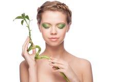 Menina com bambu verde Fotografia de Stock
