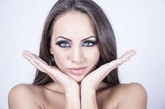 Retrato do Fim-acima de uma jovem mulher Imagem de Stock Royalty Free