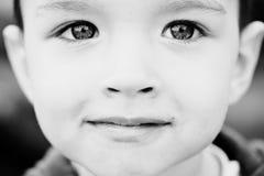 Retrato do fim do rapaz pequeno acima Imagem de Stock