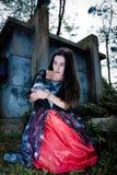 Retrato do gilr do vampiro com lâmpada do ícone Imagens de Stock Royalty Free