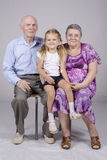 Retrato do grupo: avó, avô e neta Imagens de Stock Royalty Free