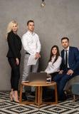 Retrato do grupo da equipe profissional do negócio que olha seguramente na câmera foto de stock royalty free