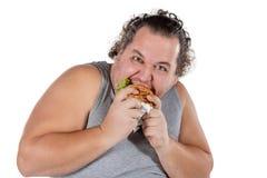 Retrato do hamburguer antropófago gordo engraçado do fast food isolado no fundo branco imagens de stock royalty free