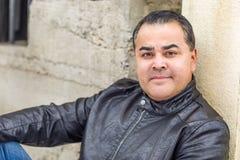 Retrato do Headshot do homem latino-americano considerável foto de stock