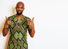 Retrato do homem africano considerável novo que veste o nati verde-claro Foto de Stock Royalty Free