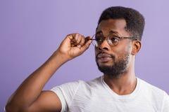 retrato do homem afro-americano novo consider?vel foto de stock royalty free