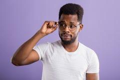 retrato do homem afro-americano novo consider?vel foto de stock