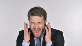 Retrato do homem de negócios gritando que vai louco filme