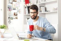 Retrato do homem de negócios moderno novo Foto de Stock Royalty Free