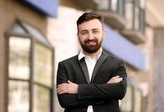 Retrato do homem de negócios novo no equipamento à moda Imagem de Stock
