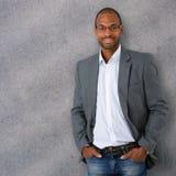 Retrato do homem de negócios preto seguro e na moda Imagens de Stock Royalty Free