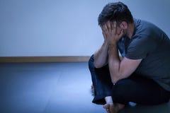 Retrato do homem deprimido só Imagens de Stock Royalty Free