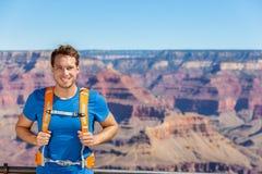 Retrato do homem do caminhante de Grand Canyon com trouxa fotografia de stock royalty free