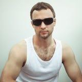 Retrato do homem europeu sério desportivo novo fotos de stock royalty free