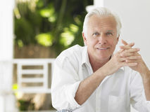 Retrato do homem maduro de sorriso fotos de stock royalty free