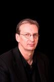 Retrato do homem mais idoso no preto Imagens de Stock Royalty Free