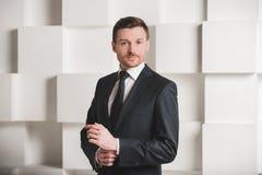 Retrato do homem no terno preto Imagens de Stock Royalty Free