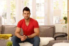Retrato do homem novo atlético foto de stock royalty free