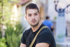 Retrato do homem novo bonito na rua Imagem de Stock Royalty Free