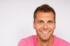 Retrato do homem novo de sorriso Fotografia de Stock