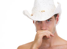 Retrato do homem novo no chapéu fotografia de stock royalty free