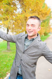 Retrato do homem novo no parque do outono Imagens de Stock Royalty Free