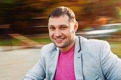 Retrato do homem novo no parque do outono Fotos de Stock Royalty Free
