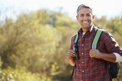 Retrato do homem que caminha no campo Fotos de Stock Royalty Free