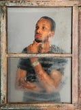 Retrato do homem que olha através do indicador Fotos de Stock Royalty Free