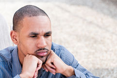 Retrato do homem sério, novo do americano africano Fotos de Stock