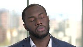 Retrato do homem triste e dissapointed do africano negro video estoque