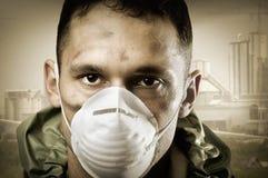 Retrato do homem triste na máscara de respiração Imagens de Stock Royalty Free