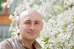 Retrato do indivíduo no jardim da mola Imagem de Stock