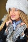Retrato do inverno da jovem mulher fotografia de stock royalty free