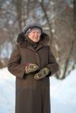 Retrato do inverno da mulher adulta Imagens de Stock