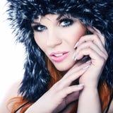 Retrato do inverno de uma mulher bonita fotos de stock royalty free