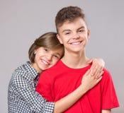Retrato do irmão e da irmã Fotografia de Stock Royalty Free
