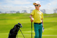 Retrato do jogador de golfe do menino Fotografia de Stock