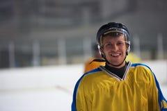 Retrato do jogador de hóquei em gelo Fotografia de Stock