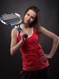 Retrato do jogador de ténis adolescente desportivo da menina fotos de stock