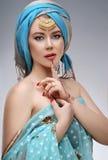 Retrato do leste da mulher da forma bonita com acessórios orientais Imagem de Stock