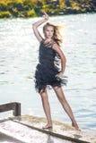 Retrato do levantamento fêmea louro caucasiano apaixonado 'sexy' na torta Imagem de Stock