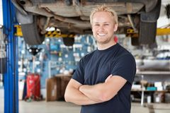 Retrato do mecânico de sorriso Foto de Stock Royalty Free