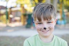 Retrato do menino bonito com pintura da cara foto de stock royalty free