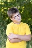 Retrato do menino dos anos de idade 10 no parque Foto de Stock