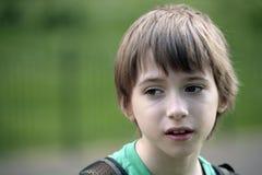 Retrato do menino em uma caminhada Fotografia de Stock Royalty Free