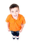 Retrato do menino feliz adorável que olha acima. Fotografia de Stock