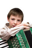 Retrato do menino sério com o acordeão isolado no backgro branco Imagens de Stock