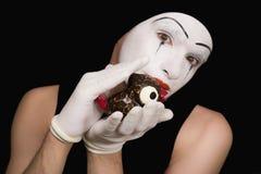 Retrato do mime com pássaros do brinquedo Foto de Stock